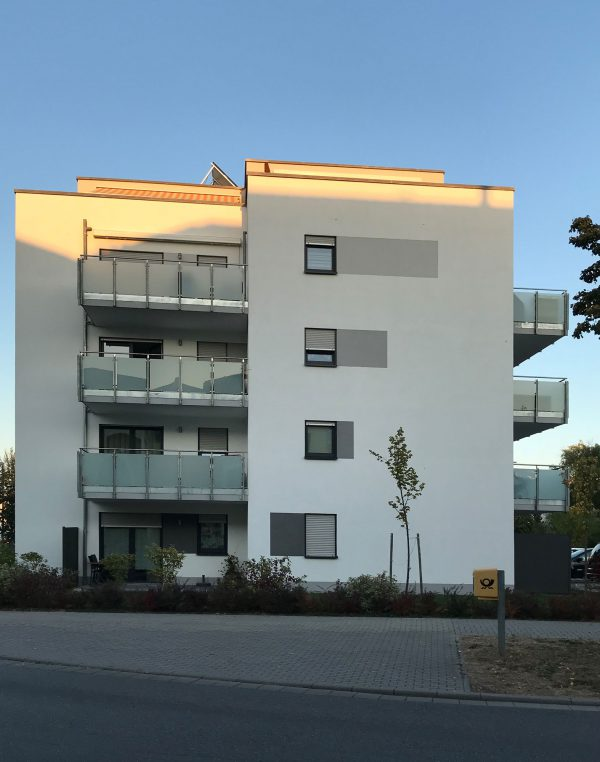Integriertes Betreutes Wohnen von B&X und DRK in Ludwigshafen Melm - Seitenansicht des barrierefreien Wohngebäudes