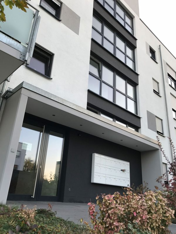 Integriertes Betreutes Wohnen von B&X und DRK in Ludwigshafen Melm - Eingangsbereich des Wohngebäudes